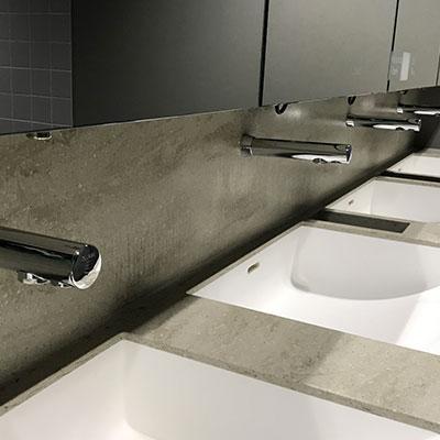 Design und Funktionalität in den Sanitäranlagen der neuen Messehalle 12 in Frankfurt a. M.
