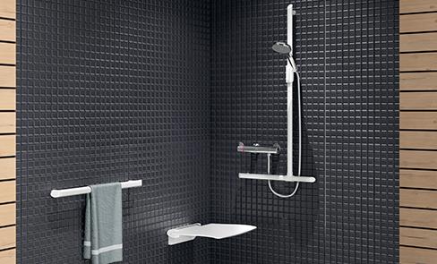 Welchen Duschsitz für behinderte oder bewegungseingeschränkte Personen oder Senioren auswählen?