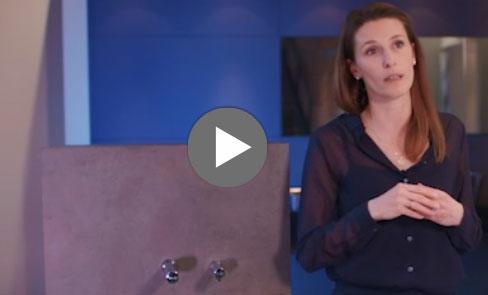 Entdecken Sie den elektronischen Seifenspender BINOPTIC für Wandmontage im Video
